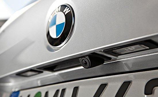lắp đặt camera lùi xe hơi BMW